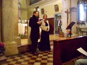 Ljoba Jenca in Sandro Quaglia v cerkvi na Solbici 29.12.2012